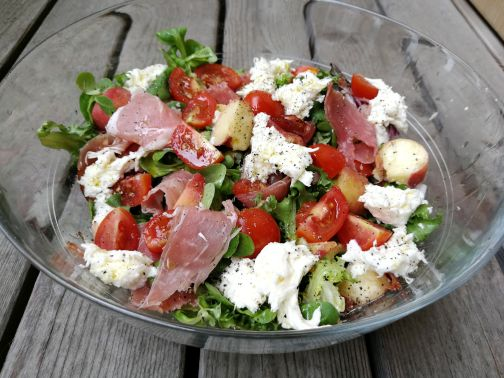 lunchsalade-met-perzikenrauweham-vakantiekoken.jpg