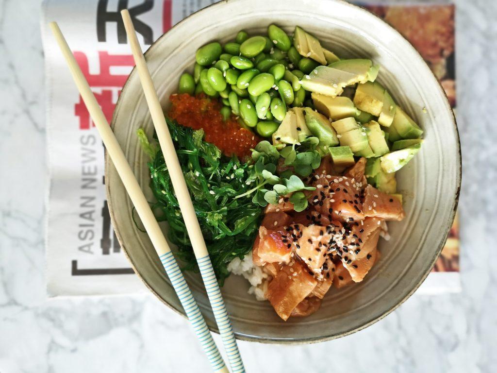 sushi bowl zalm en avocado
