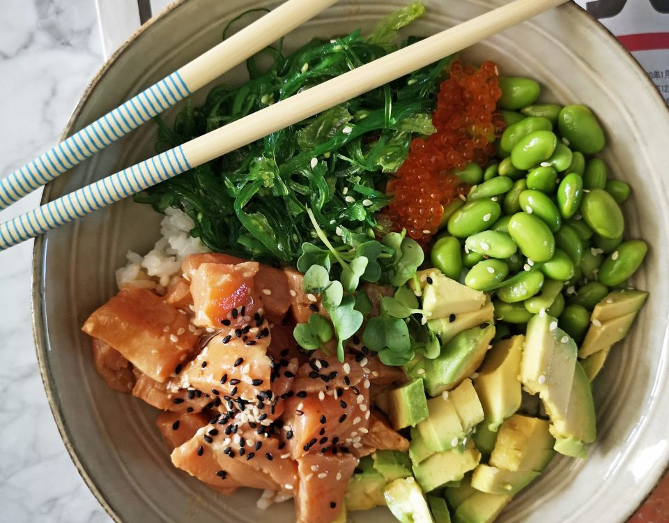 sushi bowl zalm en avocado