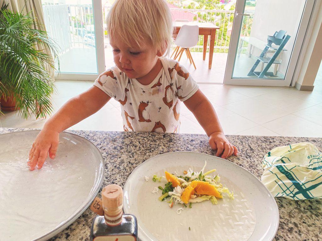kind met eten
