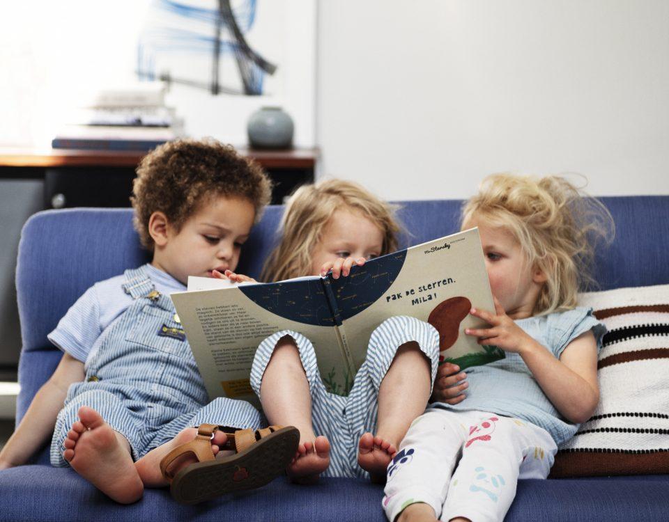 kinderen lezen boekje