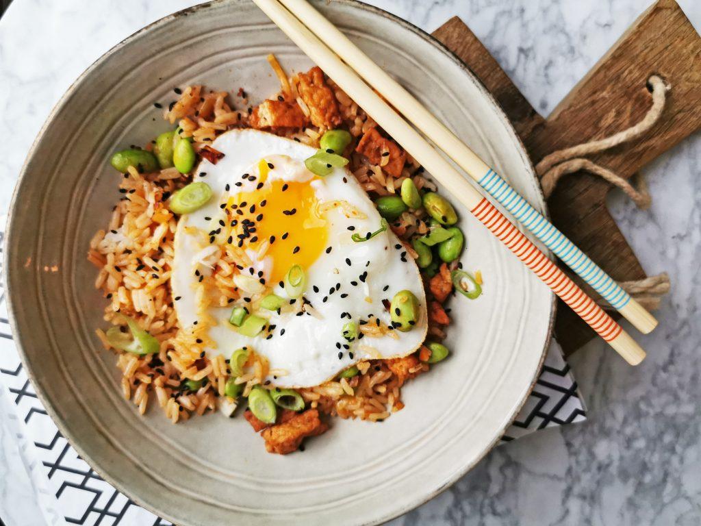 gebakken rijst met kimchi