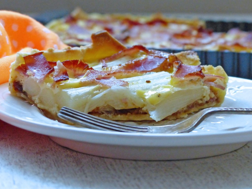 hartige taart met asperge