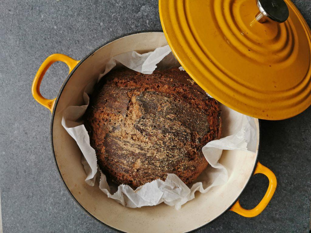dutch oven brood