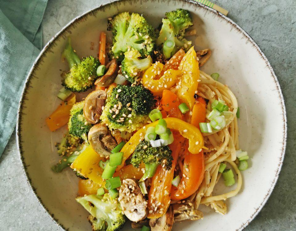 geroosterde groente met noodles